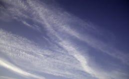 Himmel med contrails royaltyfria foton