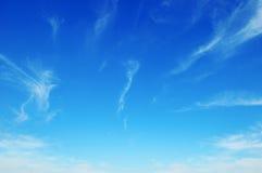 himmel med ljusa moln royaltyfri foto