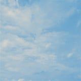 Himmel med molnbakgrund Arkivbild