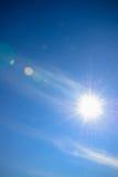 Himmel mit Blendenfleck Stockfoto
