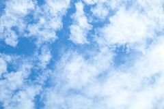 Himmel mit Gruppe Wolken Lizenzfreies Stockbild