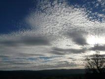 Himmel mit Schäfchenwolken Stockfoto