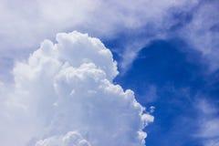 Himmel mit Wolke Stockbild