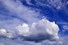 Himmel mit Wolken Lizenzfreie Stockfotos
