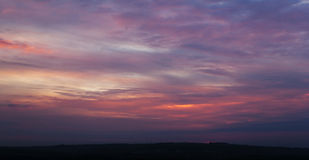 Himmel mit Wolken am Abend Stockfotografie