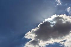 Himmel mit Wolken und Sonne Stockfoto