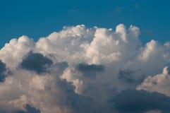 Himmel mit Wolken und Wolken Stockfotos