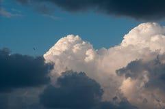 Himmel mit Wolken und Wolken Lizenzfreies Stockfoto