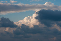 Himmel mit Wolken und Wolken Stockbilder