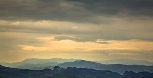Himmel och berg i San Marino Arkivfoton