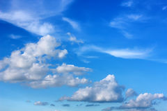 Himmel och kunde arkivbild