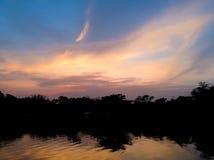 Himmel och moln i dagtidlandskap på soluppgång Royaltyfria Foton