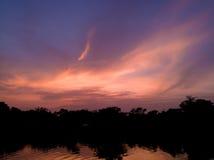 Himmel och moln i dagtidlandskap på soluppgång Arkivbilder