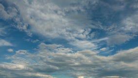 Himmel och moln, inget fladdrande, inga fåglar stock video