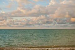 Himmel och moln, innan att komma för regn Royaltyfri Foto