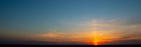 Himmel och moln under solnedgång fotografering för bildbyråer