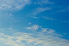 Himmel- och molnbakgrunder Arkivbild