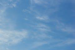 Himmel- och molnbakgrunder Arkivbilder