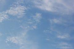 Himmel- och molnbakgrunder Arkivfoton