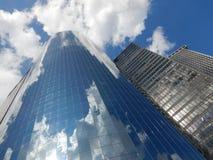 Himmel och skyskrapor i New York arkivfoto