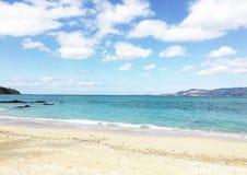 Himmel och strand i Okinawa Arkivbild