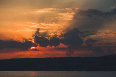Himmel på soluppgång på havet Royaltyfria Foton