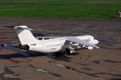 Himmel påskyndar Avro 146-RJ100 Arkivfoto