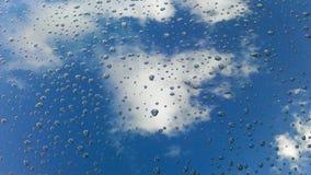 Himmel reflektiert in den dtops Stockbilder