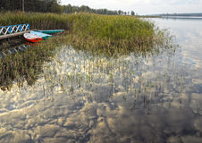 Himmel reflektiert im See Lizenzfreies Stockfoto