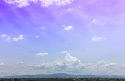 Himmel som är mulen för bildande för regnmoln Arkivbild