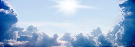 Himmel, Sonne, Sommertag lizenzfreie stockbilder
