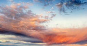 Himmel am Sonnenuntergang stockfoto