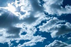 himmel The Sun hinter Wolken Abstraktion Hintergrund Lizenzfreies Stockfoto
