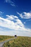 himmel till walkwayen royaltyfria foton