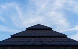 Himmel u. Dach lizenzfreies stockfoto