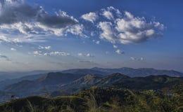 Himmel und Berge stockfotos