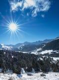 Himmel und Berge im Winter Stockbilder