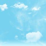 Himmel und bewölktes Stockbild