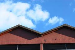 Himmel und Dach Stockfotos