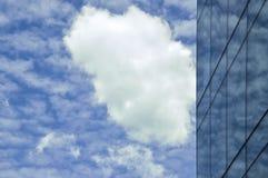 Himmel-und Fenster-Reflexion Stockfoto