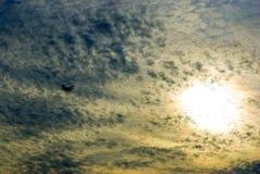 Himmel und Flugzeug lizenzfreie stockfotografie