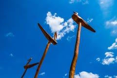 Himmel und hölzerne Skulptur Lizenzfreies Stockbild