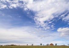 Himmel und ländliche Landschaft Lizenzfreie Stockfotos