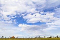 Himmel und ländliche Landschaft Stockbilder