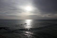 Himmel und Meer wenige Minuten vor Sturm Lizenzfreies Stockfoto