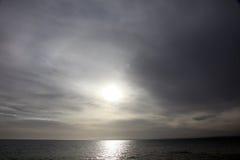 Himmel und Meer wenige Minuten vor Sturm Stockfotos
