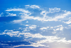 Himmel und silbrige clounds Stockfotografie