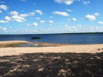 Himmel und Strand Stockbild