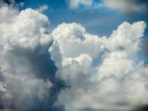Himmel und weiße Wolke Stockfotos