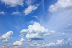 Himmel und Wolken Stockfoto